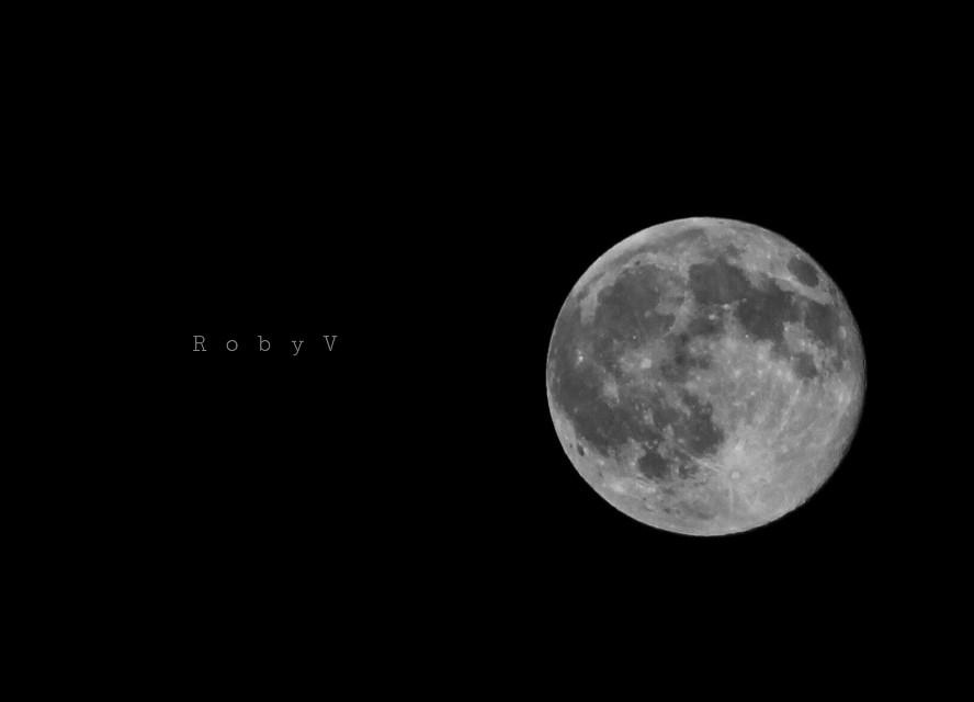 Butterò questo mio enorme cuore tra le stelle un giorno Giuro che lo farò... F De Gregori I will throw this enormous heart of mine  among the stars one day I swear i will F.De Gregori #blackandwhite #emotions #love #photography #moon #sky #infinity