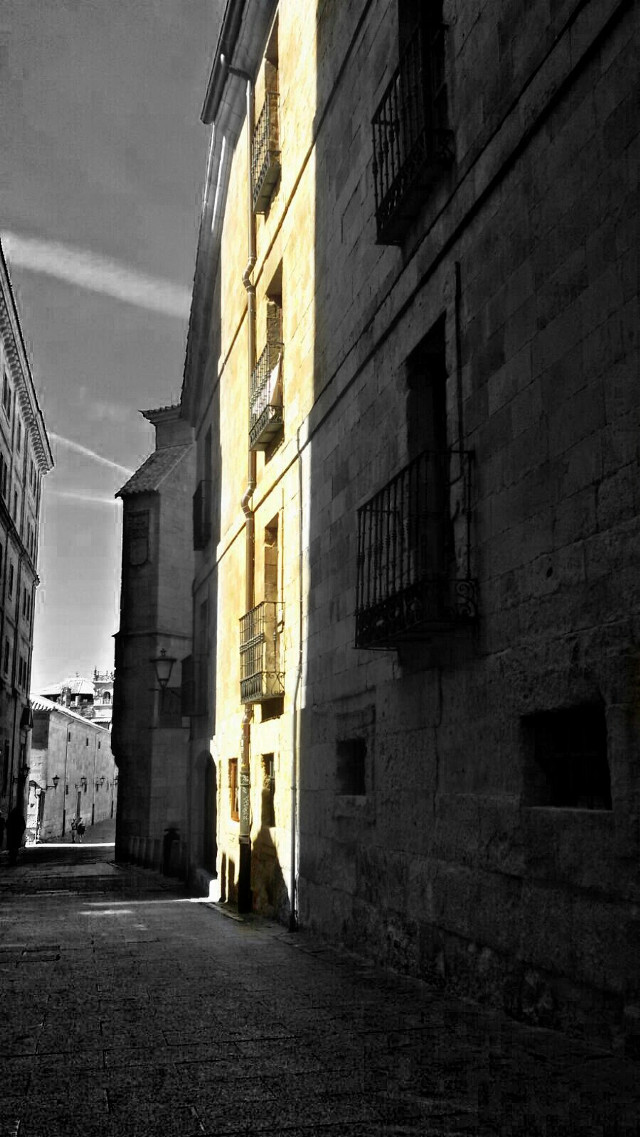 Salamanca street   #blackandwhite  #colorsplash #hdr   #street #facade #sunandshadow