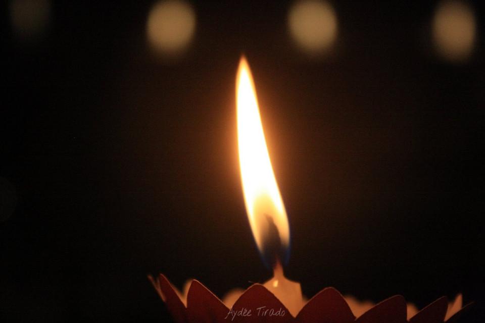 Y sí, yo entiendo que después de todo la vida sigue. Pero no tiene que seguir igual. A un año ya.   Yes, I understand that after all life goes on, but it doesn't have to continue the same way. A year already.   #candle  #darkness  #contrast  #light #43 #flame #fire